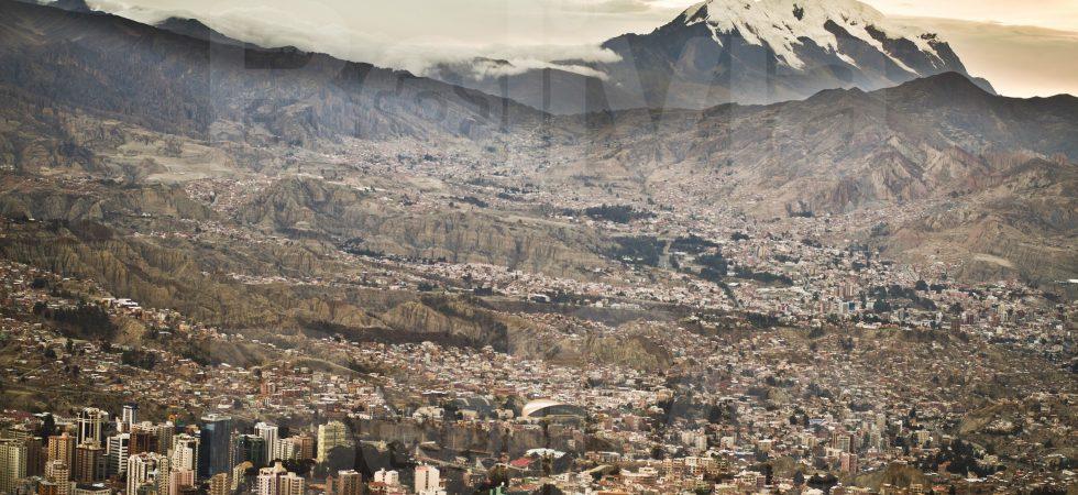 Ciudad de La Paz con Illimani, La Paz