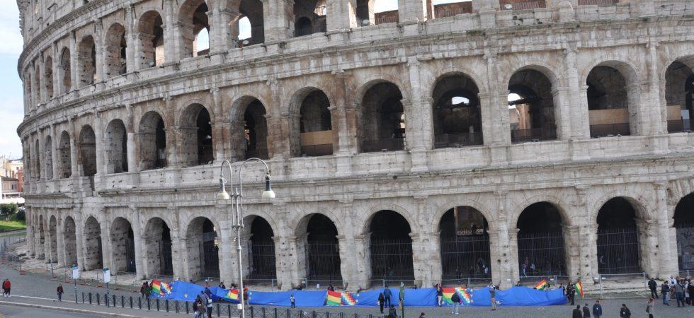 Banderazo Roma Colosseo